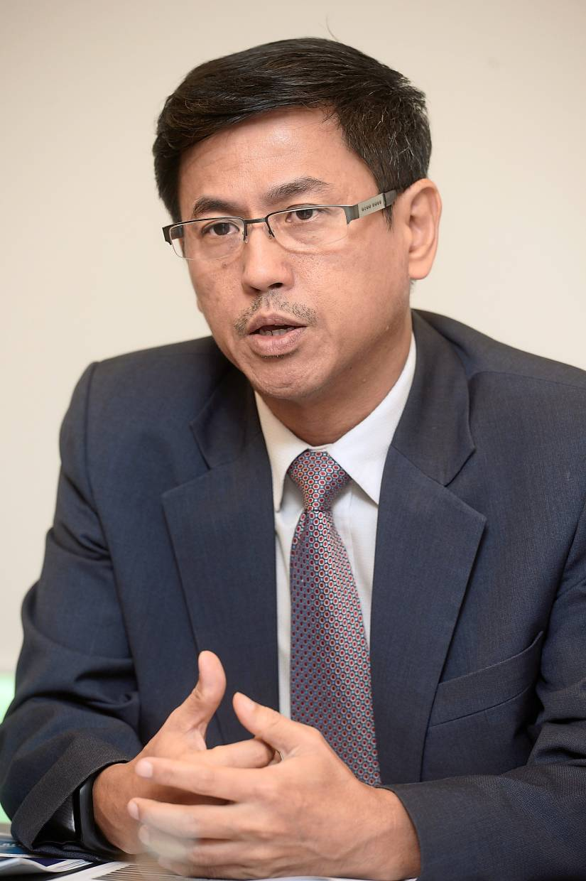 Paramount group CEO Jeffrey Chew's banking expertise as the ex-CEO of OCBC Bank (M) Bhd and the founder of Fundaztic.com (Fundaztic), a peer2-peer (P2P) financial platform could come in handy.