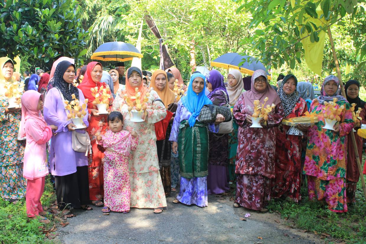 An Ibu Soko plays an important role in ceremonies such as the Adat Menyalang to welcome a new Datuk Lembaga.