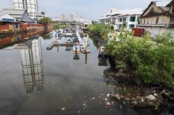 Dry season turns Sg Pinang pitch black