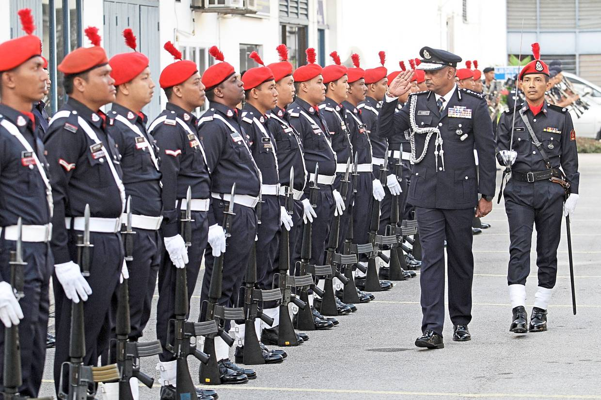 Narenasagaran inspecting his officers during the handover ceremony at the state police headquarters.