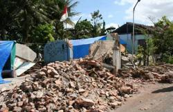 Breaking News: Two quakes rock western Indonesia, scores injured, houses damaged