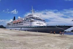 Indonesia allows cruise ship to dock at Lombok