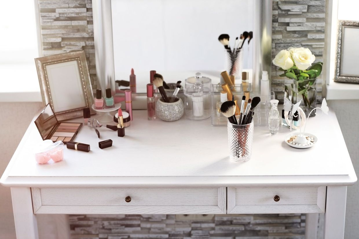 In real life, your dressing table may not look this bare but the point is to try keeping it neat, clean and organised.
