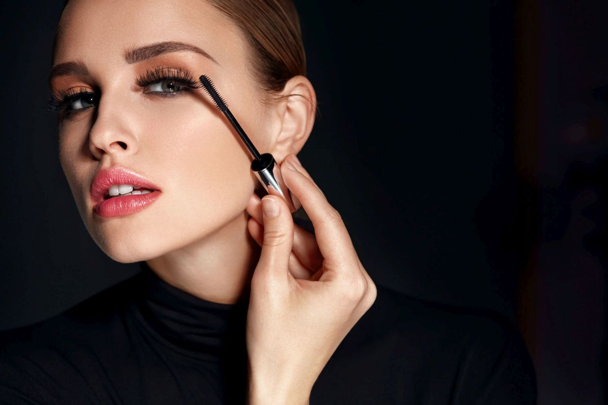 Applying a mascara that has not expired is being a responsible beauty.