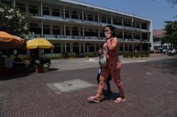 Cambodia allows students in capital, Siem Reap city to take early vacation to curb outbreak