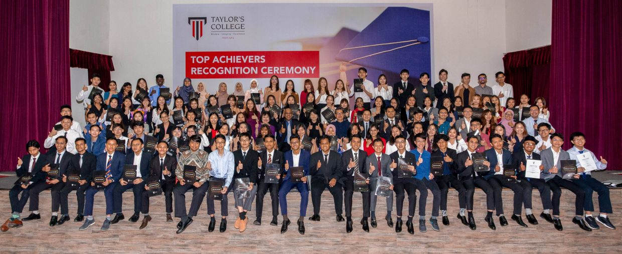 Chia Chen, Chia Geng and Hana Nadhirah were among the 164 graduates recognised as top achievers in their graduating cohort.