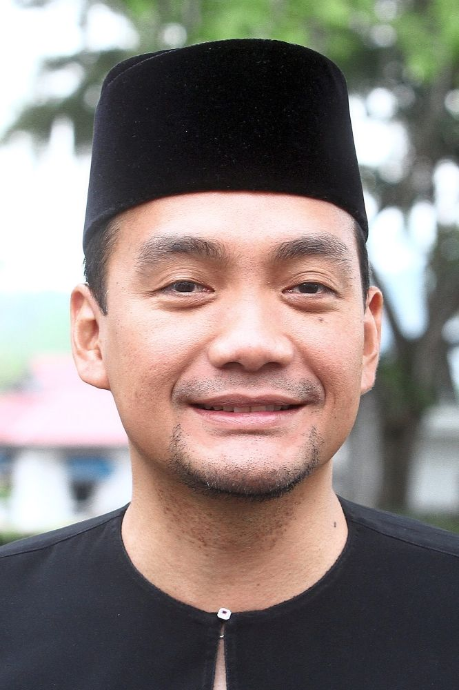 Layang-Layang assemblyman Onn Hafiz is the tourism, youth and sports committee chairman.