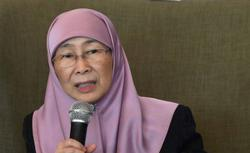 Wan Azizah and Hannah Yeoh slam ministry for shutting down Talian Kasih