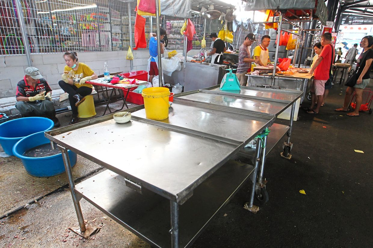 Wet markets on the street like this one in SS2, Petaling Jaya must close during the restriction period.