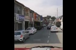 What ban? Penangites crowd market, causing traffic congestion