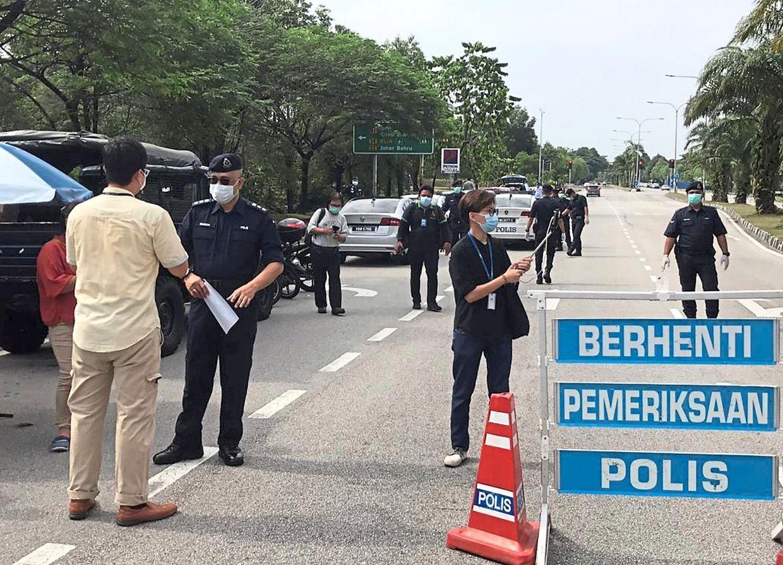 Subang Jaya police has set up roadblocks to make sure the public follow the movement control order.