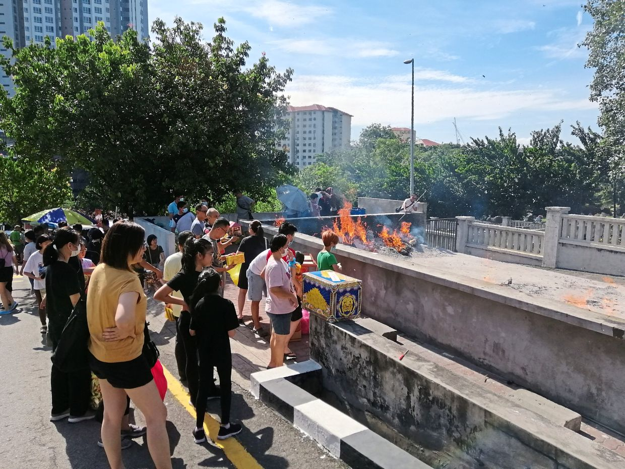 Some of those carrying out Qing Ming rituals at the Kwong Tong Cemetery in Kuala Lumpur in early March. — Filepic