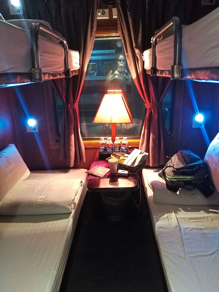 The cabins in the overnight trains in Hanoi were kept clean and tidy for passengers.