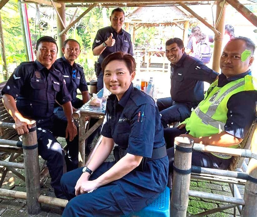 Cheah Phaik Kin, with her station mates, is the rose among the thorns.
