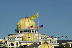 Covid-19: King, Queen under quarantine, seven Istana workers infected