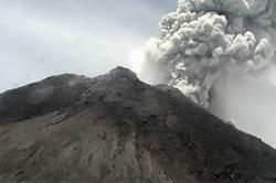 Indonesian volcano spews another massive ash cloud