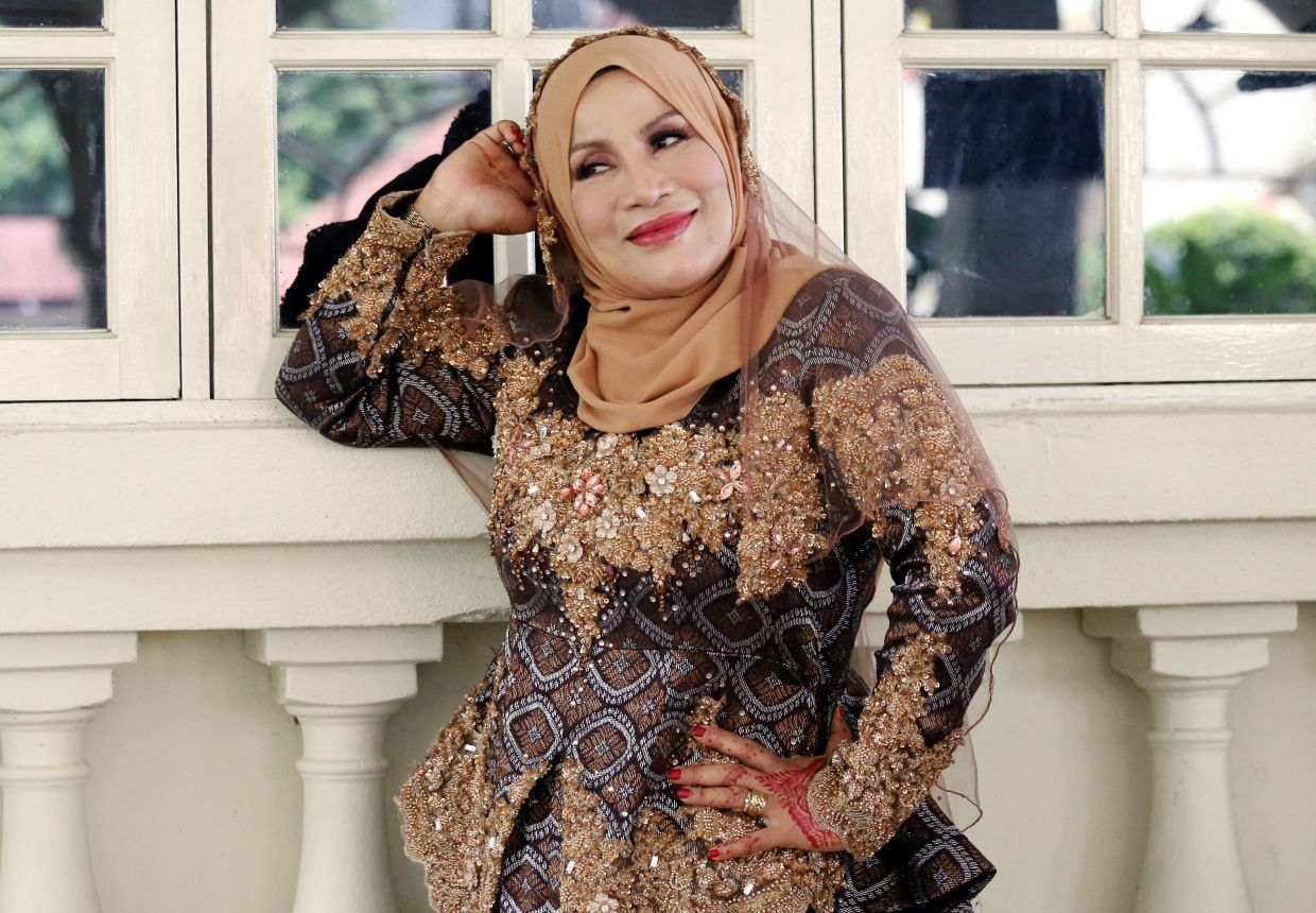 Before there was 'Hantu Kak Limah', actress Delimawati made audiences laugh with 'Rombongan Cik Kiah Ke Sukan Komanwel.'