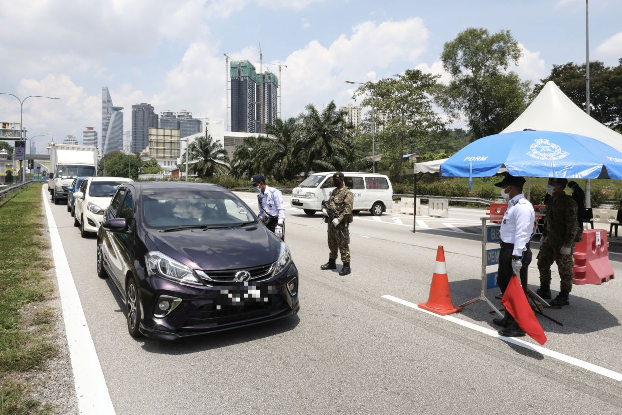 KL cops nab 194 people, including 127 M'sians, for violating first ...