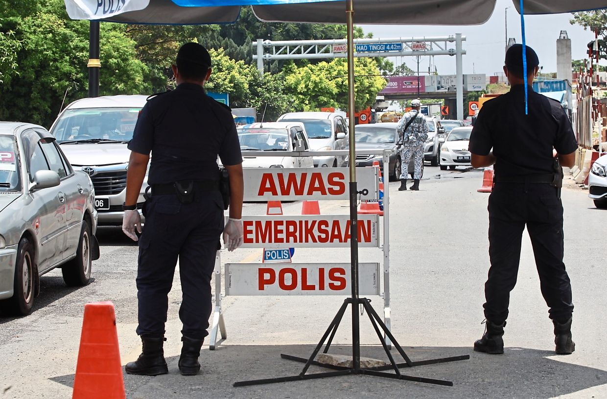 Police roadblocks at major roads in Klang are helping to ensure smooth implementation of the public sanitisation exercise. — NORAFIFI EHSAN/The Star