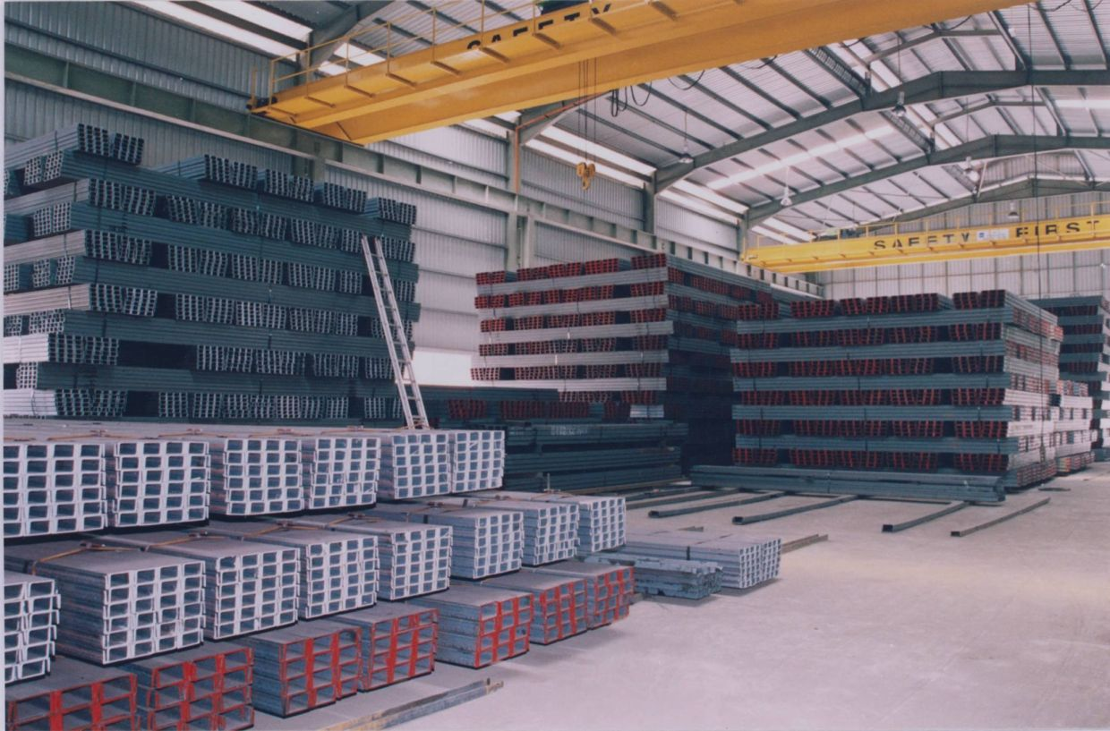 Finished U-channel bars being stored at Kinsteel Bhd\'s stockyard in Gebeng Industrial Estate in Kuantan. *** Local Caption *** The U-channel bars being stored at the company's stockyard in the Gebeng Industrial Estate in Kuantan.  Mixed impact of rising mineral prices Pix without caption - 20060413  StarBiz  Pg4 - Latif