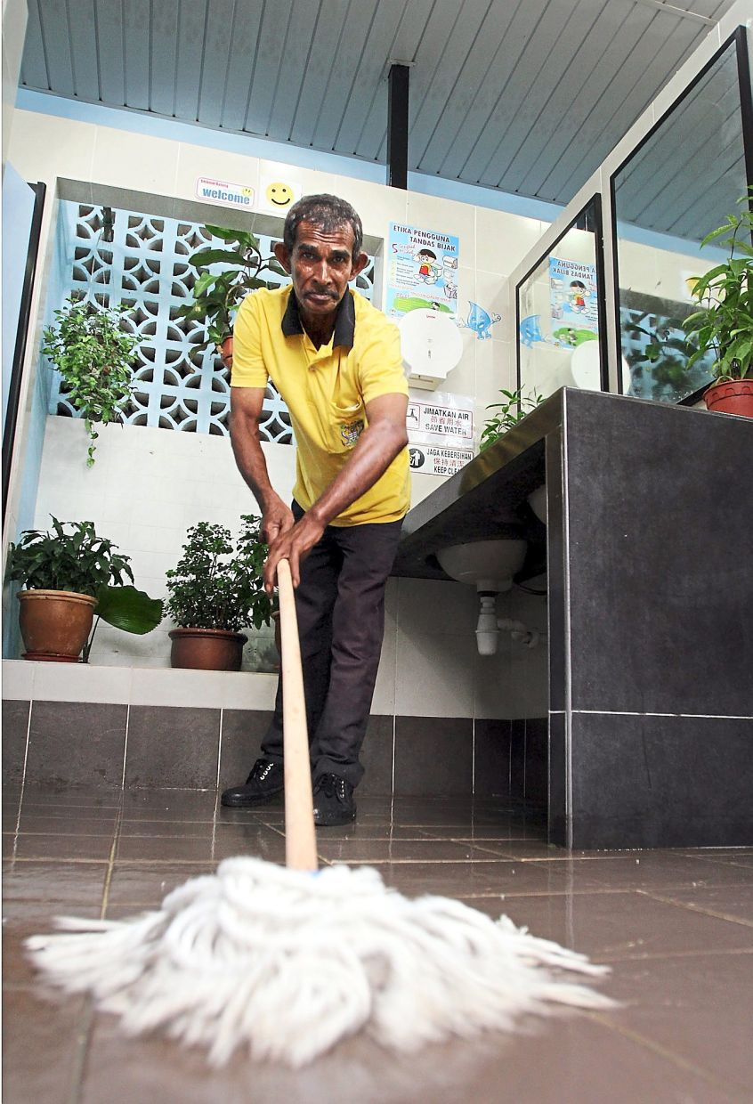 Mopping burns roughly 240 calories an hour, so you can burn those extra snacks or homemade gourmet meals off. — Filepic