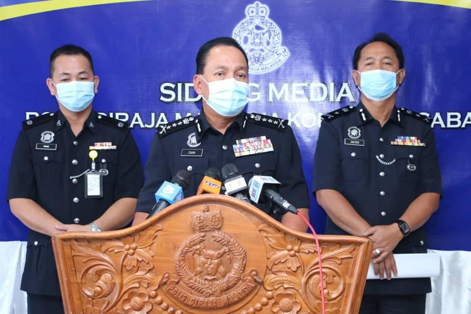 Sabah police commissioner Datuk Zaini Jass (centre) at the press conference.