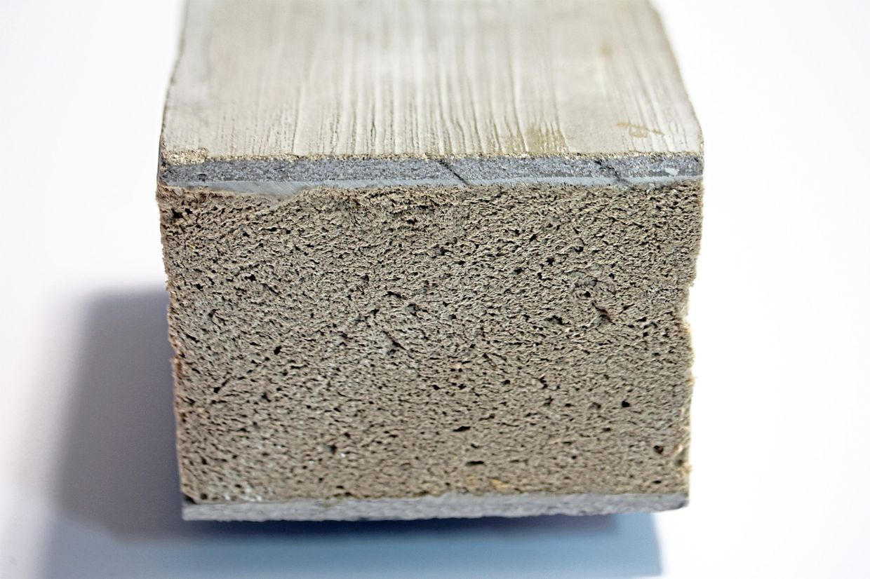 The top layer of this sandwich element consists of a thin layer of textile concrete combined with flax.