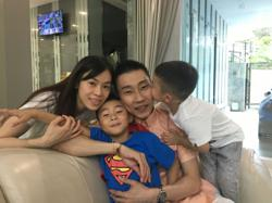 Lee Chong Wei sets up makeshift badminton court for kids at home