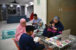 Coronavirus: Muslims prepare to mark Ramadan, Hari Raya at home