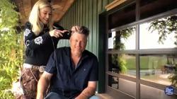 Gwen Stefani gives Blake Shelton a lockdown haircut