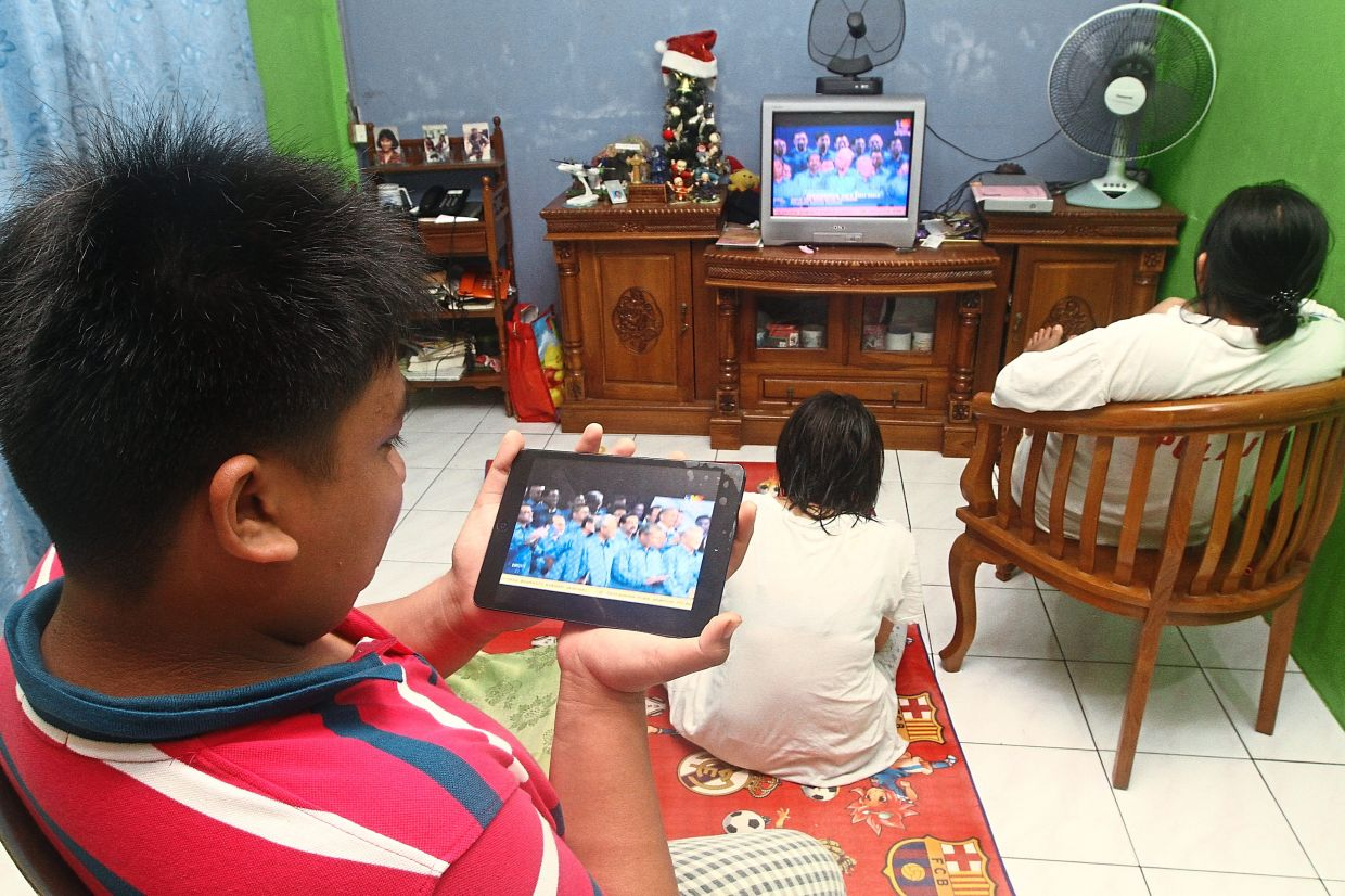 Alternative option: Students, parents and educators view educational TV programmes as a complementary learning tool to online learning during the MCO.