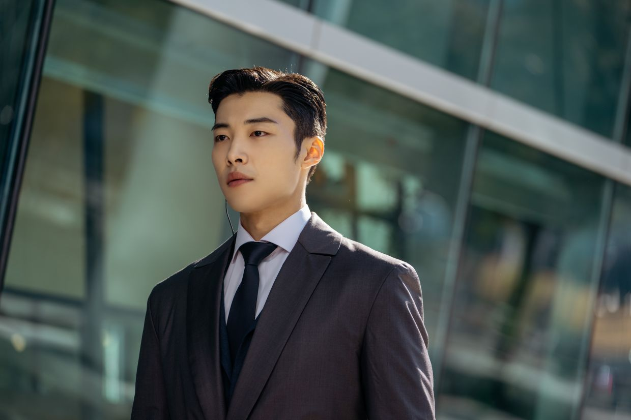 For Jo Young, Woo Do-hwan portrays him as a serious person.