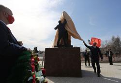 Russian communists defy lockdown with Red Square parade for Lenin's 150th