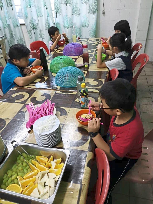 Maco has been providing daily meals to 21 children from SJK(C) Damansara.