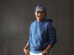 Singer Ezad volunteers to help frontliners