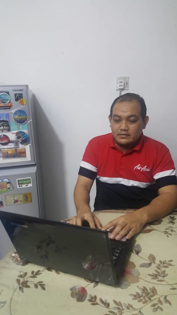 Azuwan in Selangor is using applications like WhatsApp and Microsoft Teams for e-learning sessions with his students in Sabah. — AZUWAN SAMSULAZLI