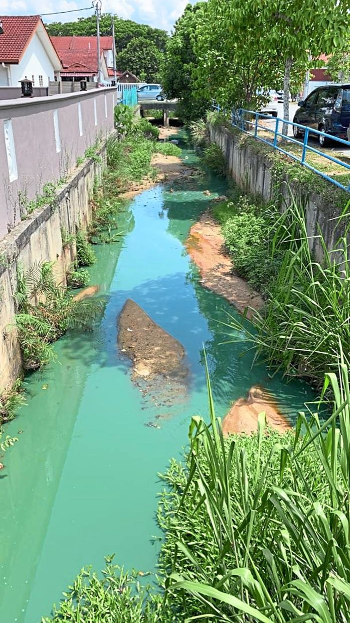 Green-coloured water detected in the drains near the Hi-Tech 6 industrial area in Semenyih. The source of the pollution is believed to be from a printing factory.