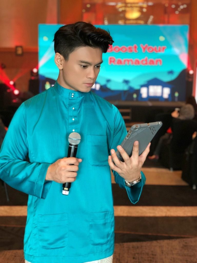 Fiqrie doing one of his emceeing job before the MCO.