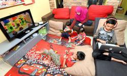 Expert: Limit children's screen time