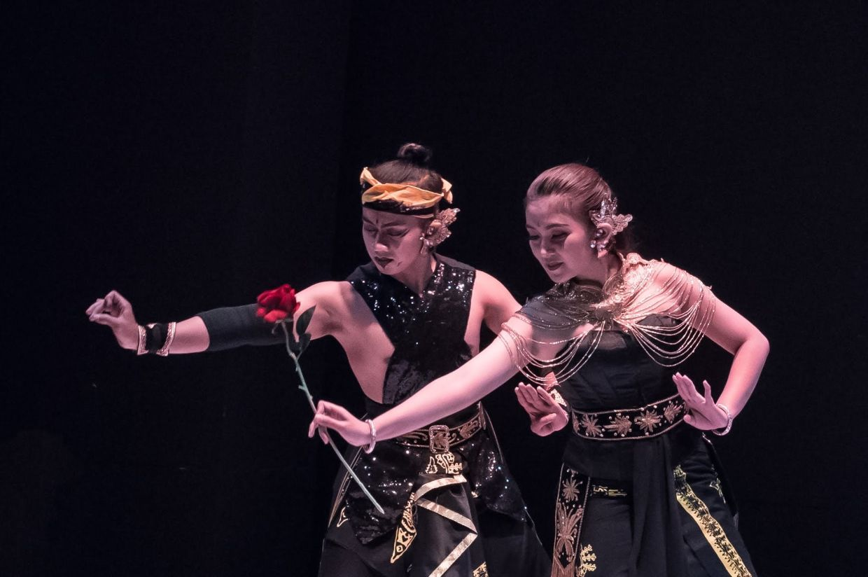 Indonesian dancers Cahyo (left) and Selvia will perform the tale of Rama and Shinta through a Javanese dance in 'A Tale Of Star-Crossed Lovers'. Photo: Joyce Leong