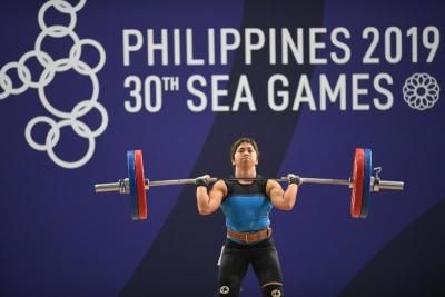 Olympian weightlifter's online workouts help feed Philippines families