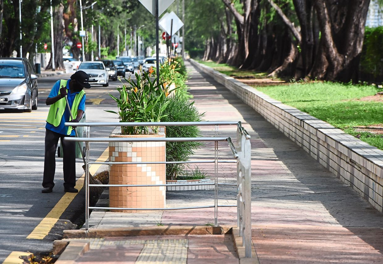Quiet . . . View at the Gurney Drive in George Town, Penang. - Starpic by MUSTAFA AHMAD/The Star/8 May 2020.