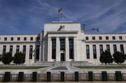 Fed funds futures market sees negative rates by next April