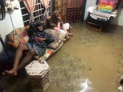 Heavy rain causes floods in Teluk Kumbar villages