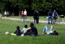 French Health Minister says 'no' to Paris Mayor demand to re-open parks