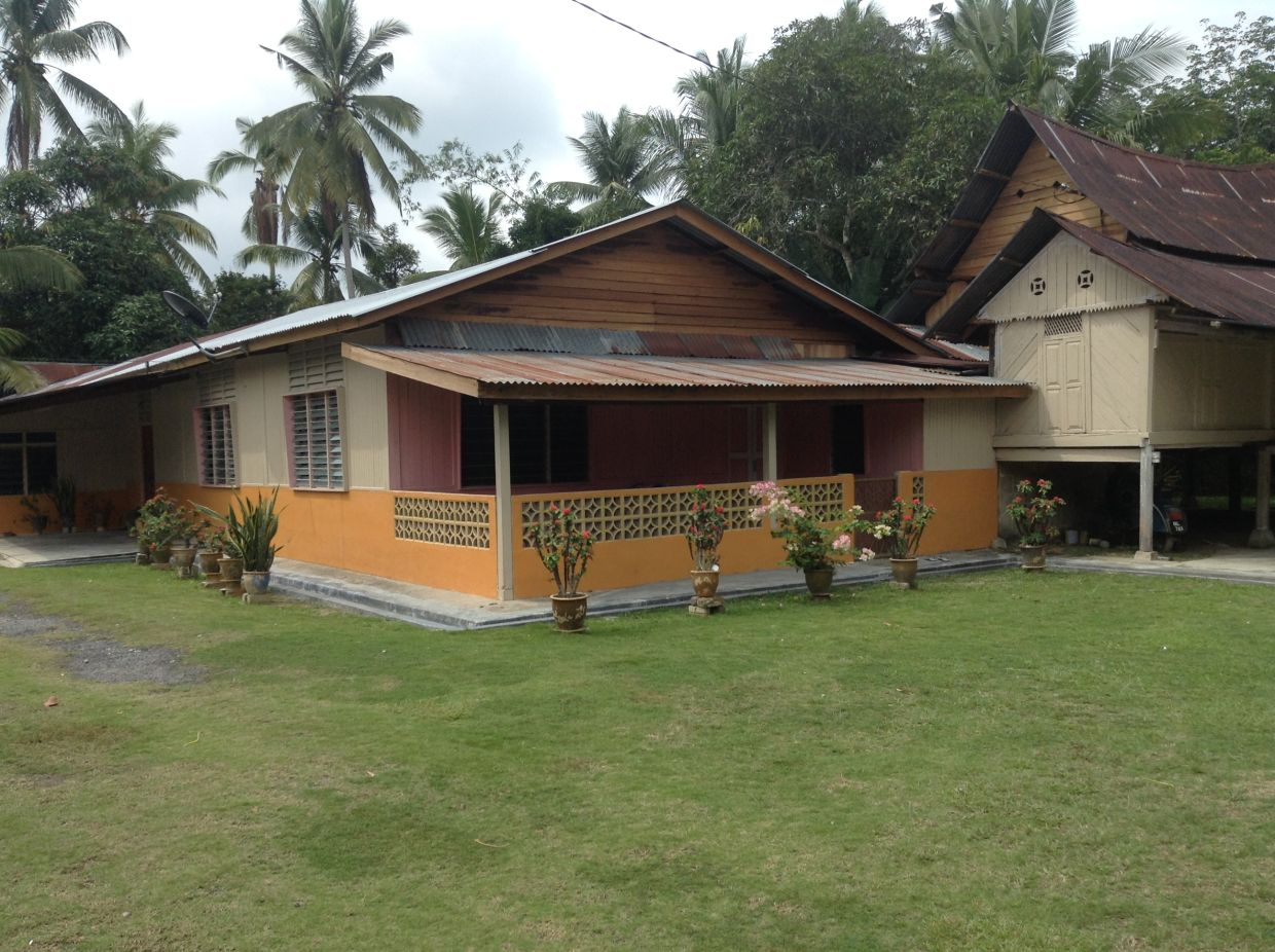 The home that the writer stayed at during his time at Homestay Kampung Lonek.