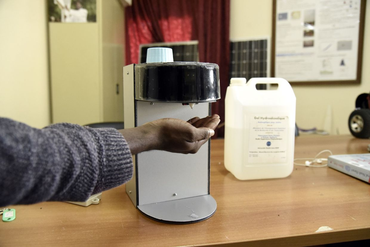 An automatic hand-sanitiser dispenser designed by Andjembe, a masters student in electrical engineering, at Dakar's Ecole Superieur de Polytechnique (ESP).