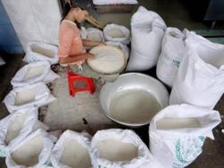 Cambodia allows resumption of white rice exports
