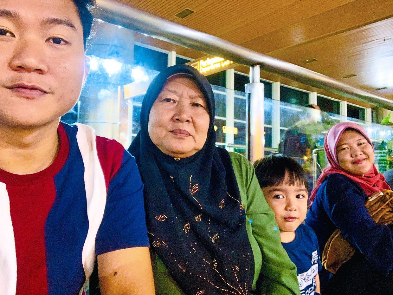 (From left) Nashriq, his mother, his nephew and his sister. Photo: Mohd Nashriq Labeni