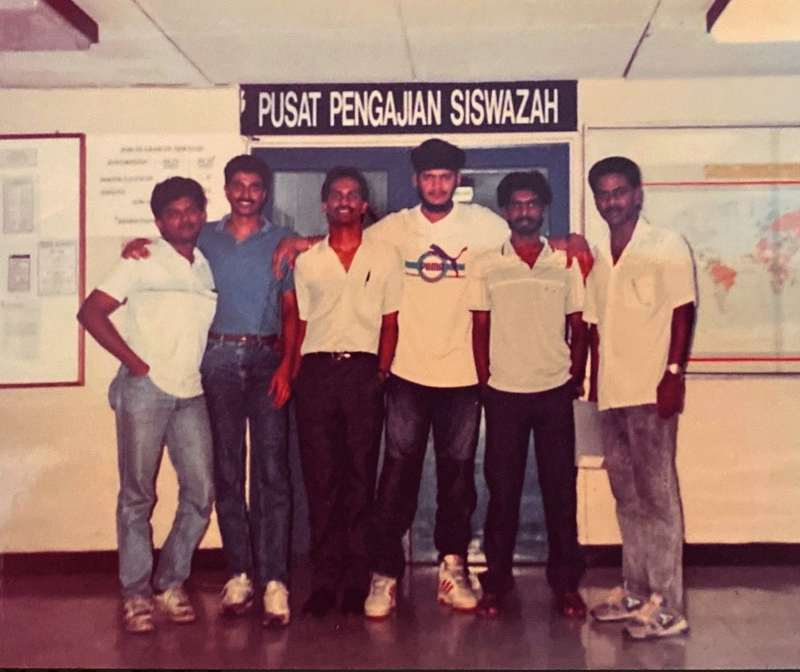 Sarban Singh Ranjit (3rd from right) with his UKM coursemates, including former Star Media Group reporter P. Bala Kumar (2nd from left).